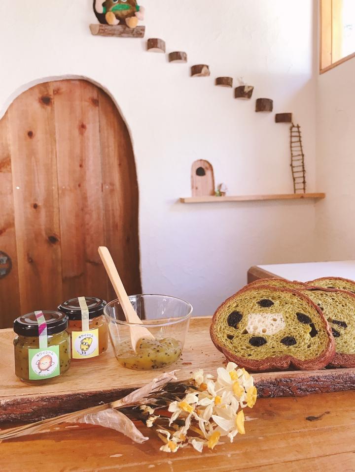 「キウイおばさんの作るキウイ丸太パンケーキ&ジャムセット」商品写真 1